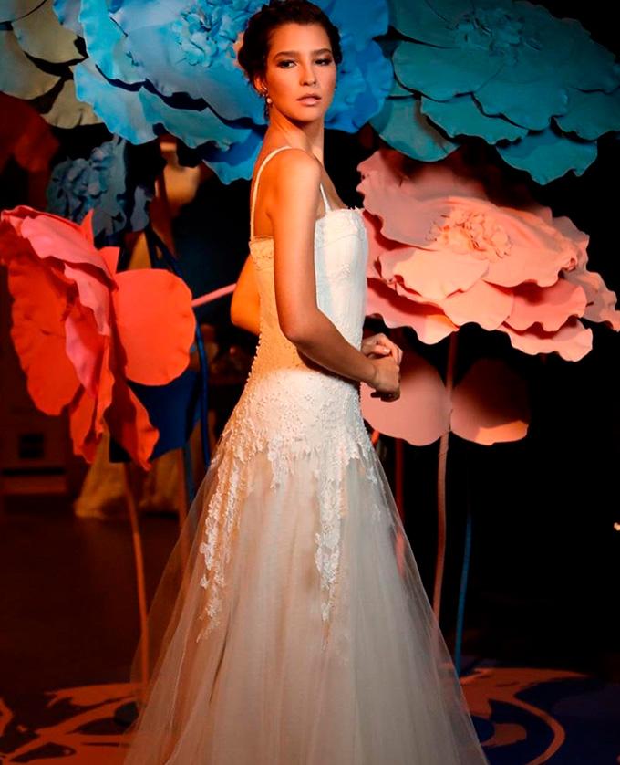 Noiva vestida por Emannuelle Junqueira e Minha Maison de Joias e produzida por Tat Make Cheers 11