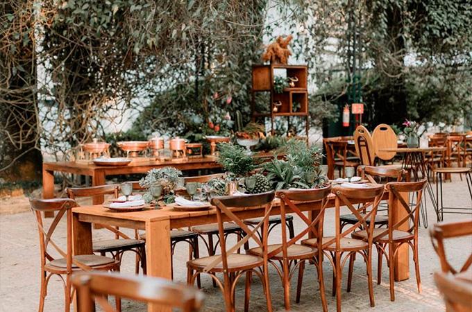 Decoração mesa de convidados casamento rústico na fazenda Diego e Rafael - Cheers