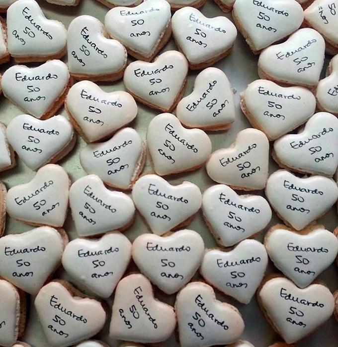 Macarons em formato de coração para aniversário de 50 anos Green Short Doces - Cheers