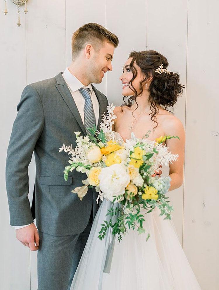 buquê da noiva paleta de cores para casamento em 2021 cheers