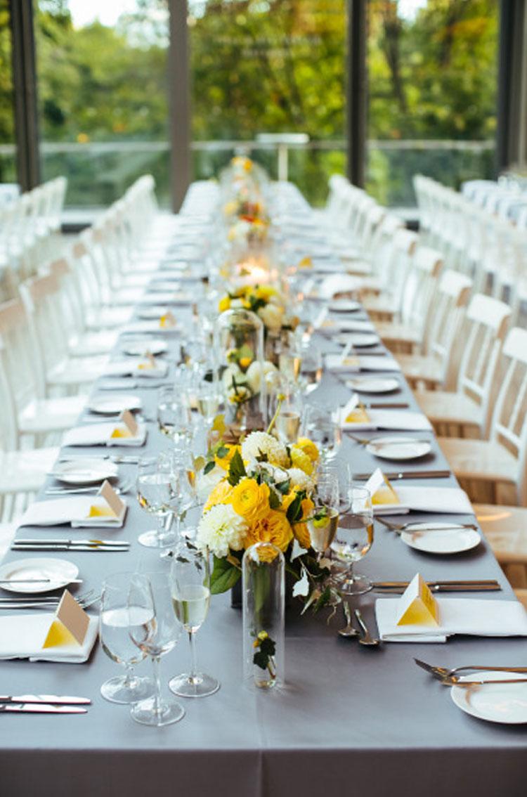 mesa pantone paleta de cores para casamento em 2021 cheers