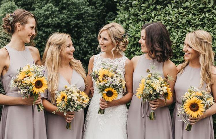 vestido cinza para madrinhas paleta de cores para casamento em 2021 cheers